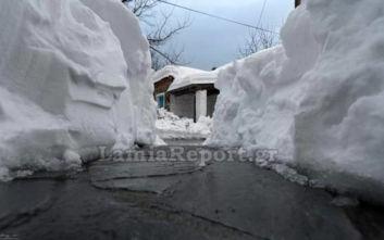 Κακοκαιρία Ηφαιστίων: Μισό μέτρο φρέσκο χιόνι στην Καρυά Καμένων Βούρλων
