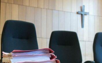 Κατά της ύπαρξης σταυρού στις δικαστικές αίθουσες η Αυστριακή Ένωση Δικαστών
