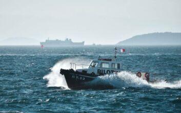 Στο αγκυροβόλιο του Πειραιά το ακυβέρνητο φορτηγό πλοίο που έπλεε στην Αίγινα
