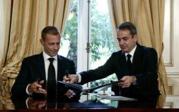 Υπογράφηκε το μνημόνιο για το ποδόσφαιρο μεταξύ κυβέρνησης, UEFA και FIFA