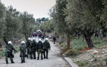 Προσφυγικό: Η κυβέρνηση «καρφώνει» τις ΜΚΟ, ενώ στη Μόρια μυρίζει μπαρούτι