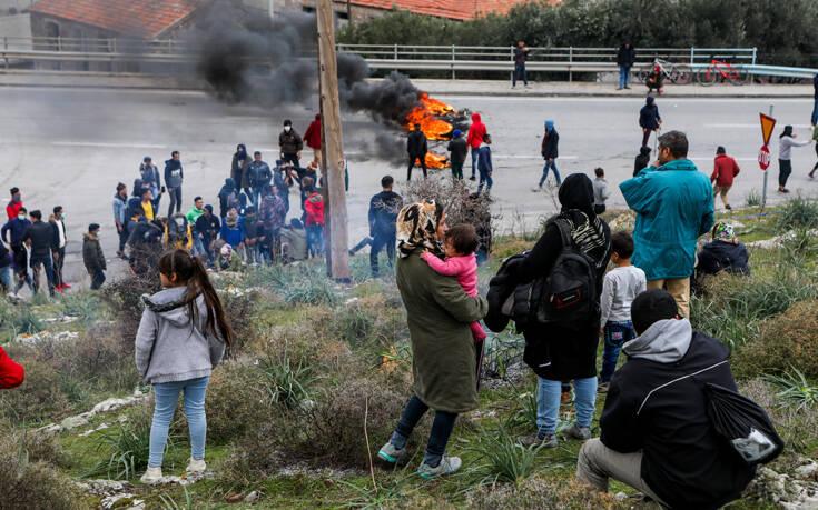Η κυβέρνηση επιτάσσει ακίνητα και εκτάσεις σε νησιά για το προσφυγικό