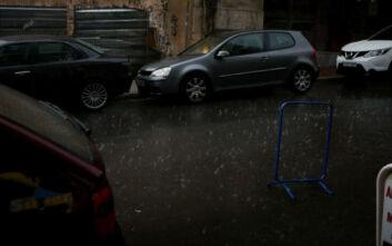 Καιρός: Τσικνοπέμπτη με βροχές καταιγίδες - Στο «μάτι» και η Αττική
