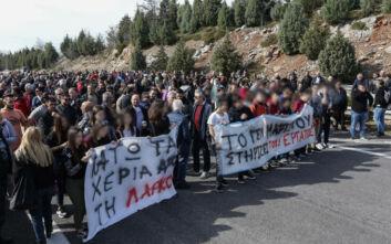 Οι εργαζόμενοι της ΛΑΡΚΟ απέκλεισαν συμβολικά την Εθνική οδό Αθηνών – Λαμίας