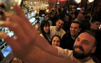 Η νυχτερινή έξοδος του Αλέξη Τσίπρα σε μπαρ των Ιωαννίνων