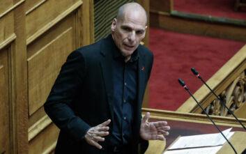 Γιάννης Βαρουφάκης: Αποχώρησε από τη Βουλή για την κηδεία του καλύτερού του φίλου