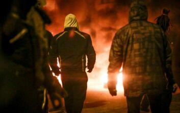 Χάος στη Λέσβο: Νέες συγκρούσεις πολιτών με την αστυνομία έξω από το στρατόπεδο που βρίσκονται τα ΜΑΤ