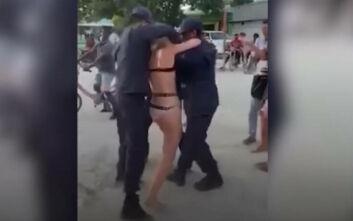 Γυναίκα συνελήφθη στις Μαλδίβες επειδή φορούσε μπικίνι