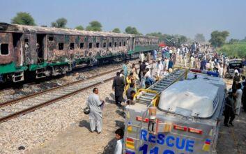 Τραγωδία στο Πακιστάν: 30 νεκροί σε σύγκρουση τρένου με λεωφορείο