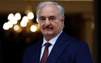 Λιβύη: «Αναλαμβάνω τον έλεγχο με εντολή του λαού» λέει ο Χάφταρ - Πραξικόπημα καταγγέλλει η Τρίπολη