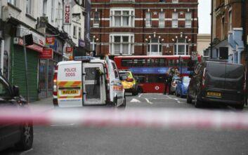 Επίθεση με μαχαίρι στο Λονδίνο: Η στιγμή που η αστυνομία έχει εξουδετερώσει τον δράστη