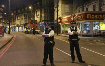 Αστυνομικές έρευνες σε κατοικίες μετά την επίθεση με μαχαίρι στο Λονδίνο