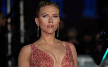 BAFTA 2020: Όλα τα βλέμματα πάνω στη σέξι Σκάρλετ Γιόχανσον
