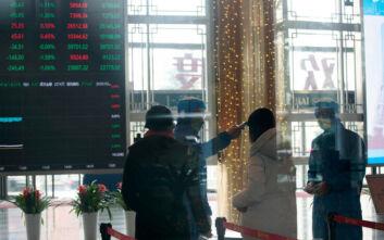 Βουτιά στα χρηματιστήρια της Κίνας λόγω του κοροναϊού