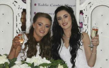 Δυο νεαρές γυναίκες το πρώτο ομόφυλο ζευγάρι που παντρεύτηκε στη Βόρεια Ιρλανδία