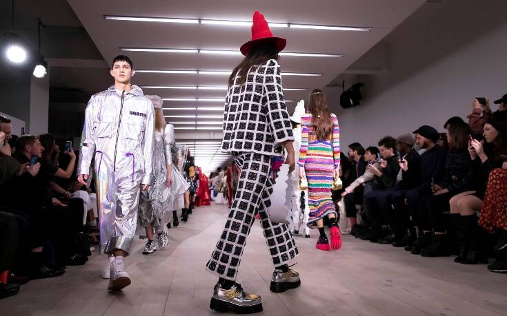 Θύμα του κορονοϊού η Εβδομάδα Μόδας του Λονδίνου: Ελάχιστοι Κινέζοι και αξεσουάρ το… αντισηπτικό χεριών