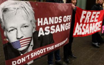 Αναβολή στη δίκη του Τζούλιαν Ασάνζ λόγω κορονοϊού