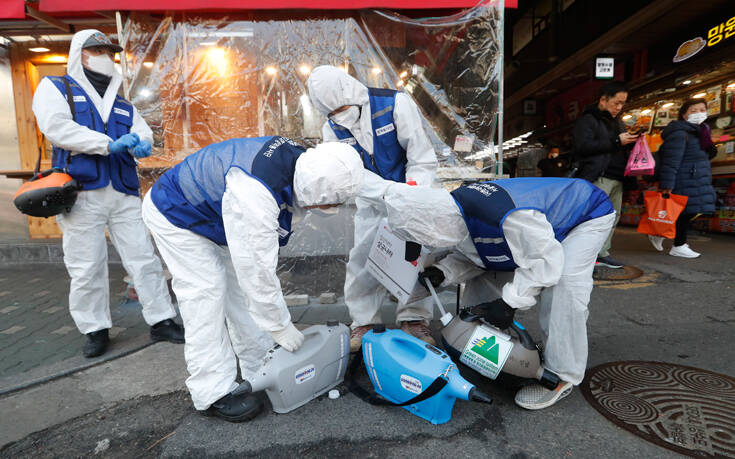 Μόσιαλος: Δεν μεταδίδουν τον ιό όσοι έχουν αναρρώσει – Τα νέα από τη Νότια Κορέα