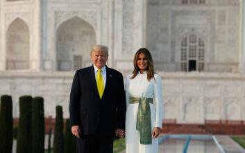 Ντόναλντ και Μελάνια Τραμπ χέρι-χέρι στο Ταζ Μαχάλ