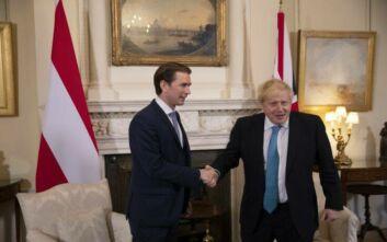 Κουρτς: Φυσικά και απέχουν ακόμη πολύ οι θέσεις Βρετανίας και Ε.Ε.