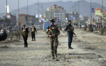 Τουλάχιστον τρεις νεκροί στο Αφγανιστάν - Επίθεση αυτοκτονίας σε στρατιωτική βάση