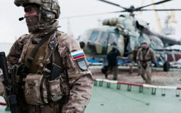 Με στρατό θα απομακρύνει τους πολίτες της η Ρωσία από την Κίνα