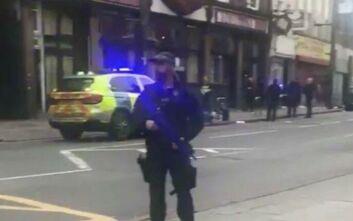 Συναγερμός στο Λονδίνο: Αιματηρή επίθεση με μαχαίρι σε κεντρικό δρόμο
