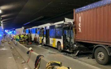 Ένας νεκρός και 49 τραυματίες σε καραμπόλα με λεωφορεία και φορτηγά στο Βέλγιο