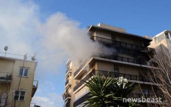 Φωτογραφίες από τη φωτιά σε διαμέρισμα στο Παλαιό Φάληρο, στο νοσοκομείο δύο γυναίκες