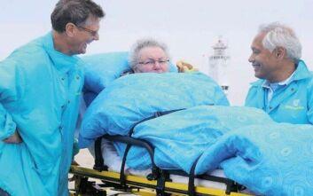 Ο πρώην νοσηλευτής που αναλαμβάνει να ικανοποιήσει την τελευταία επιθυμία ασθενών σε τελικό στάδιο