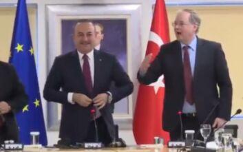 Πάρτι έκπληξη, «happy birthday» και δώρο στον Τσαβούσογλου από τους πρέσβεις της ΕΕ