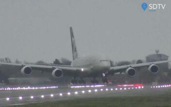 Airbus A380 προσγειώθηκε στο πλάι εν μέσω σφοδρών ανέμων στο αεροδρόμιο Χίθρoου