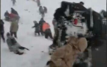 Νέο βίντεο από τη φονική χιονοστιβάδα στην Τουρκία: Η υπερπροσπάθεια των ομάδων διάσωσης