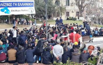 Εικόνες από τη διαμαρτυρία προσφύγων στη Λέσβο - ΜΑΤ και ΟΠΚΕ διέλυσαν τους συγκεντρωμένους