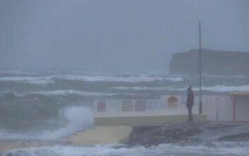 Η καταιγίδα Κιάρα σαρώνει τη βόρεια Ευρώπη, προκαλώντας σημαντικά προβλήματα