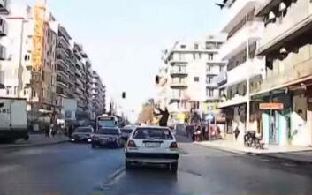 Τρομακτικό βίντεο με την παράσυρση πεζής γυναίκας σε δρόμο της Θεσσαλονίκης