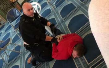 Συναγερμός στο Λονδίνο: Άντρας μπούκαρε σε τζαμί και μαχαίρωσε Μουσουλμάνο