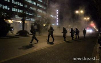 Επεισόδια έξω από τη ΓΑΔΑ στη φοιτητική πορεία - Χημικά, κυνηγητό και προσαγωγές διαδηλωτών