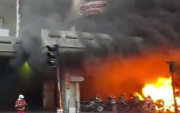 Μεγάλη φωτιά τώρα στο Παρίσι - Εκκενώνεται ο σιδηροδρομικός σταθμός του Γκαρ ντε Λιόν