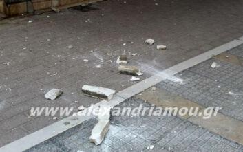 Σοβάδες έπεσαν και τραυμάτισαν γυναίκα που περπατούσε στο κέντρο της Αλεξάνδρειας