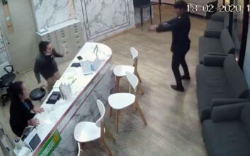 Βίντεο από την εν ψυχρώ δολοφονία στην Ταϊλάνδη, άνδρας πυροβόλησε και σκότωσε τη σύζυγό του