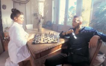 Πάνος Μουζουράκης: Η Δάφνη Καραβοκύρη πρωταγωνίστρια στο νέο του βίντεο κλιπ