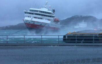 Το βίντεο με την εντυπωσιακή μάχη κρουαζιερόπλοιου με τα κύματα