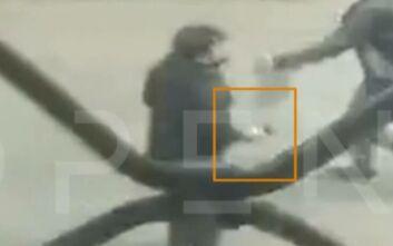 Νέο βίντεο ντοκουμέντο από τη δολοφονία του Αφγανού στη Μενάνδρου: Οι δράστες με τα πιστόλια στα χέρια