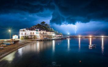 Η εντυπωσιακή εικόνα από την καταιγίδα στη Σάμο