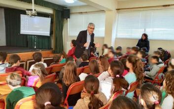 Ομιλία του Άγγελου Τσιγκρή για τη σχολική βία, στο Δημοτικό Σχολείο Κουλούρας Αιγίου