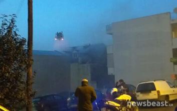 Επεκτάθηκε σε διαμέρισμα η φωτιά που ξέσπασε σε συνεργείο στην Αγία Παρασκευή