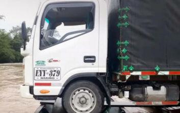 Ο ιδιαίτερος τρόπος που μεταφέρουν φορτηγά σε ποτάμια στη Βραζιλία