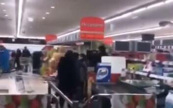 Η αγωνία για τον κορονοϊό προκάλεσε... ξύλο και ένταση μέσα σε σούπερ μάρκετ στην Ιταλία