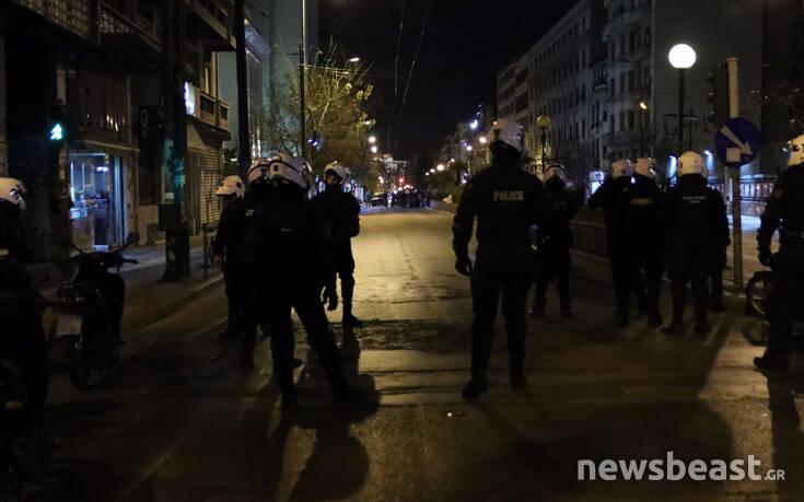 Καταδρομική επίθεση σε καταστήματα στην Πατησίων – Κλειστά και τα δύο ρεύματα